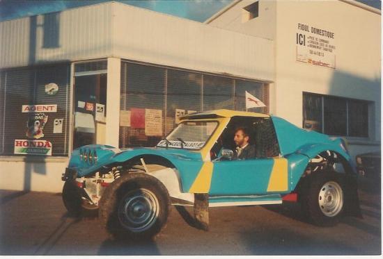 Henri devant la station en 1990