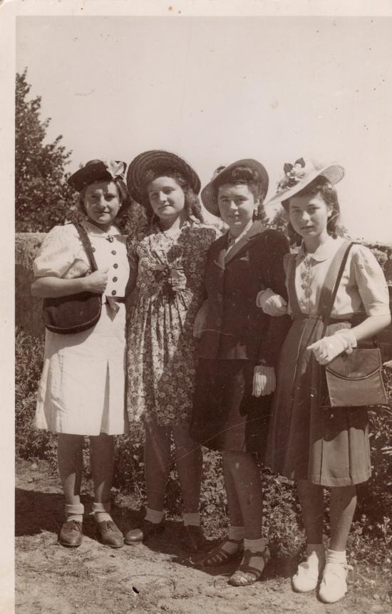 Jeunes filles de Lacajunte en 1942