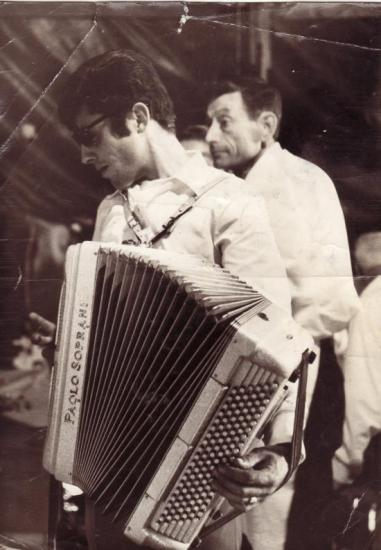 Guy à l'accordéon